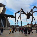 ビルバオ:グッゲンハイム美術館とクモのオブジェ。